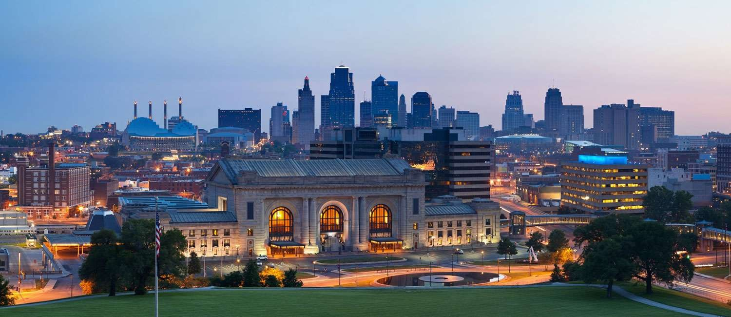 EXPLORE SHOPS, MUSEUMS, AND OUTDOOR EXCURSIONS NEAR INDEPENDENCE - KANSAS CITY HOTEL